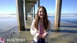 Echte Teenager – Das neue Mädchen Megan Marx wird am Strand unartig.